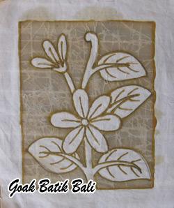 goak-batik-tour-class-cracking-tembok-process